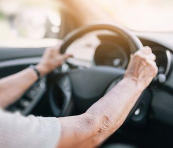 União deve conceder isenção de IPI de automóvel adaptado para idosa com limitações