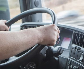 Motorista internacional será indenizado por ter de cumprir jornada excessiva