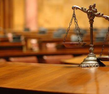 Comprovada a ausência de contratação é possível concessão de tutela antecipada.