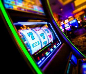 Jogos de azar, assim abrangidos, o jogo do bicho e as máquinas eletrônicas traduzem condutas atípicas